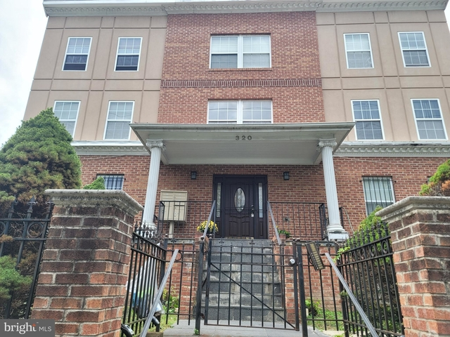 3 Bedrooms, Northeast Boundary Rental in Baltimore, MD for $2,100 - Photo 1