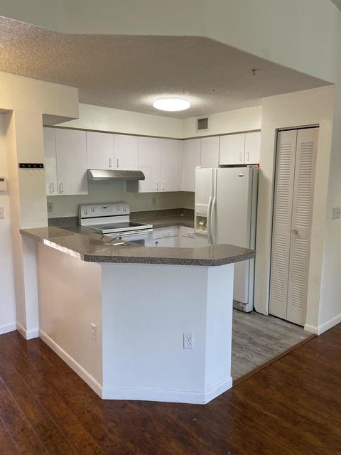 3 Bedrooms, Pine Island Villas Condominiums Rental in Miami, FL for $2,199 - Photo 1