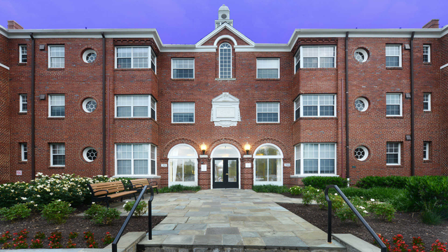 1 Bedroom, Lyon Park Rental in Washington, DC for $1,757 - Photo 1