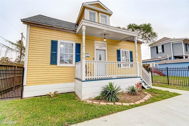 4 Bedrooms, Downtown Galveston Rental in Houston for $2,810 - Photo 1