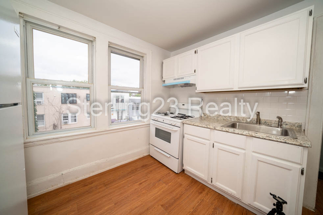 2 Bedrooms, Steinway Rental in NYC for $1,900 - Photo 1