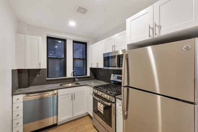 2 Bedrooms, Jackson Heights Rental in NYC for $2,395 - Photo 1