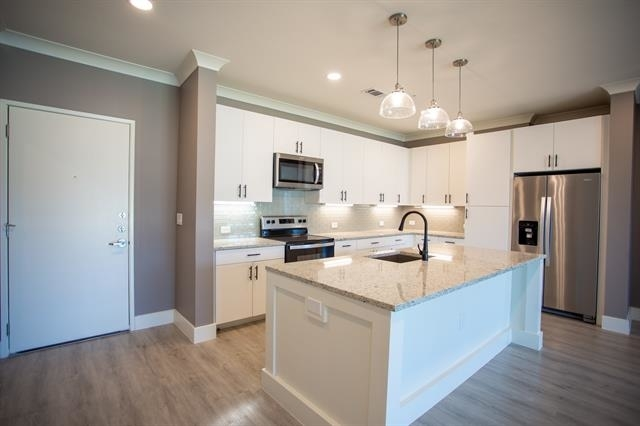 2 Bedrooms, Carrollton Rental in Dallas for $2,150 - Photo 1