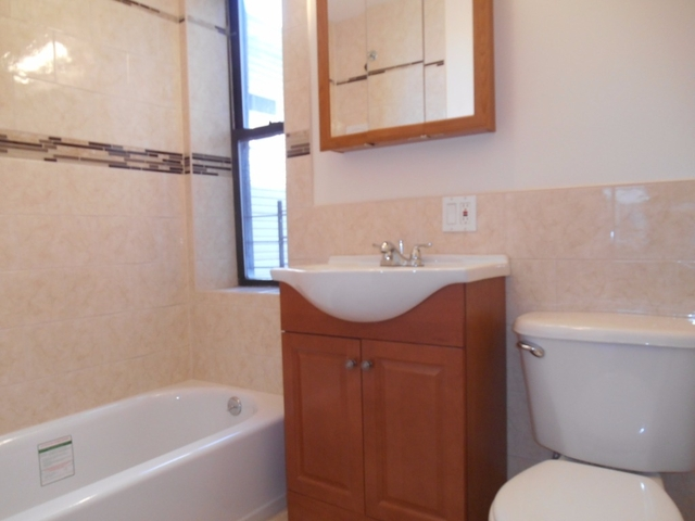 2 Bedrooms, St. George Rental in NYC for $1,695 - Photo 2