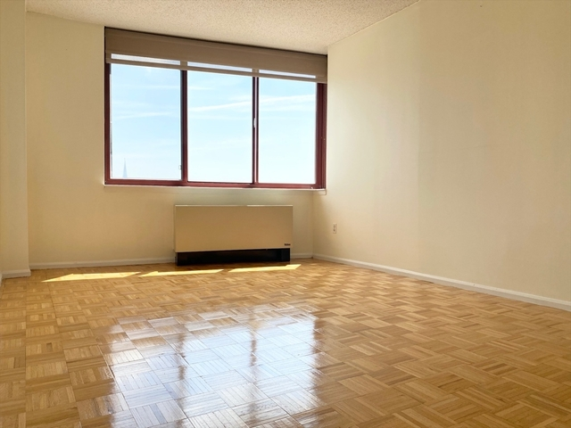 1 Bedroom, Hunters Point Rental in NYC for $2,683 - Photo 2