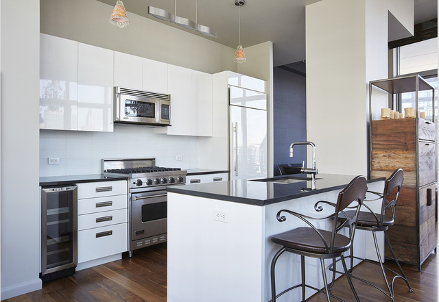 3 Bedrooms, Hunters Point Rental in NYC for $5,839 - Photo 2