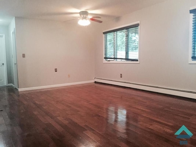 2 Bedrooms, Prince's Bay Rental in NYC for $1,800 - Photo 1
