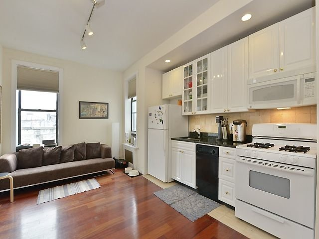 3 Bedrooms, Chelsea Rental in NYC for $4,700 - Photo 2
