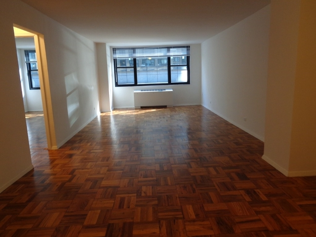 Room, Hell's Kitchen Rental in NYC for $1,600 - Photo 2