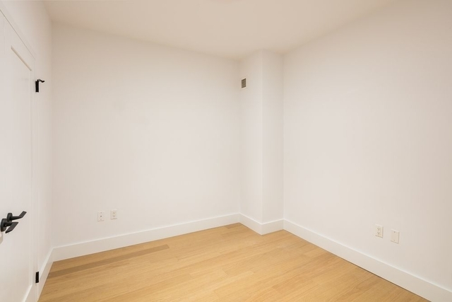 3 Bedrooms, Financial District Rental in NYC for $3,940 - Photo 2