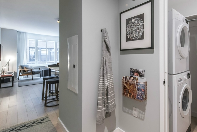 Studio, Hell's Kitchen Rental in NYC for $2,860 - Photo 2