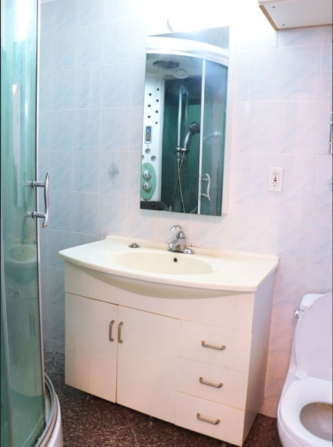 2BR at Madison Street, Piker St - Photo 2