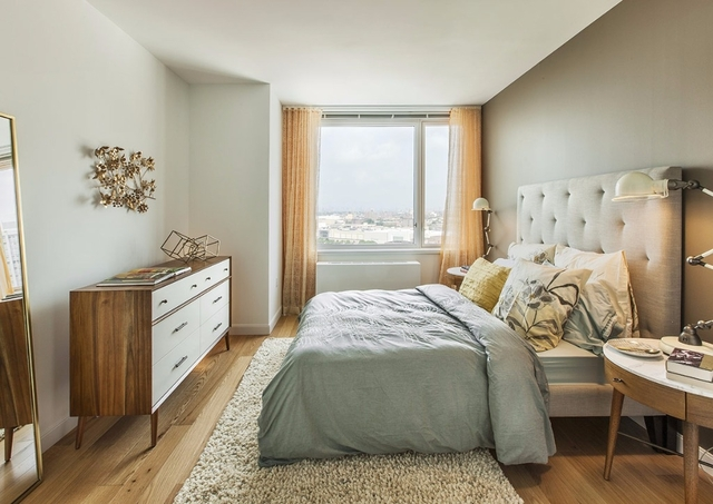 2 Bedrooms, Rego Park Rental in NYC for $3,600 - Photo 2