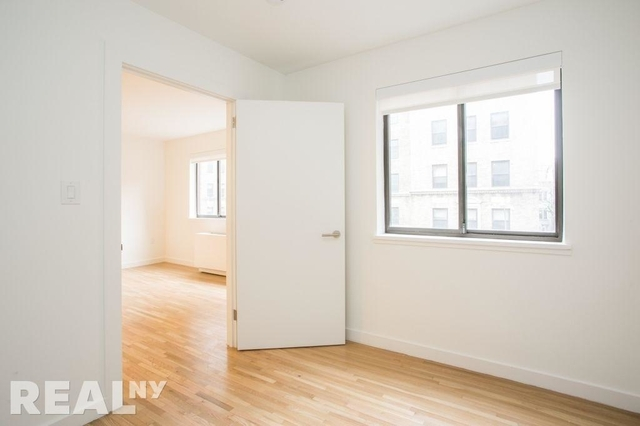 1 Bedroom, Yorkville Rental in NYC for $2,765 - Photo 2