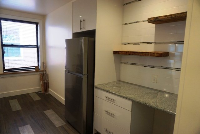 3 Bedrooms, Crown Heights Rental in NYC for $2,800 - Photo 2