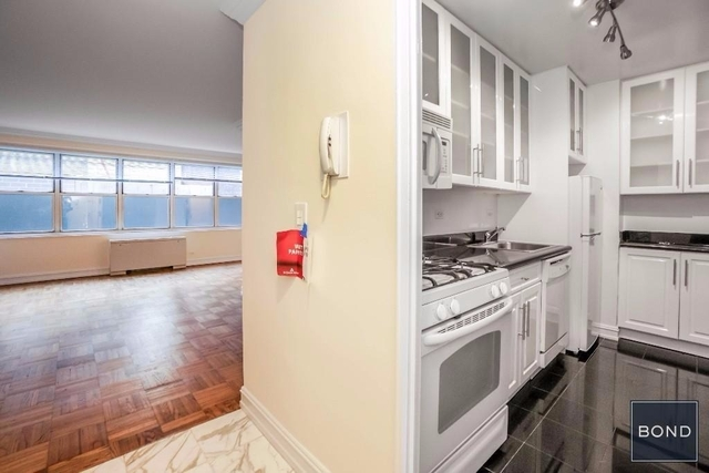Studio, Theater District Rental in NYC for $2,849 - Photo 2