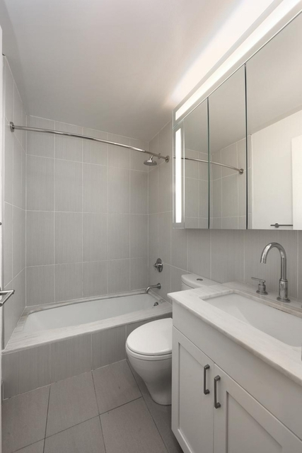 2 Bedrooms, Theater District Rental in NYC for $4,350 - Photo 2