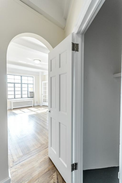 2 Bedrooms, West Village Rental in NYC for $8,300 - Photo 2