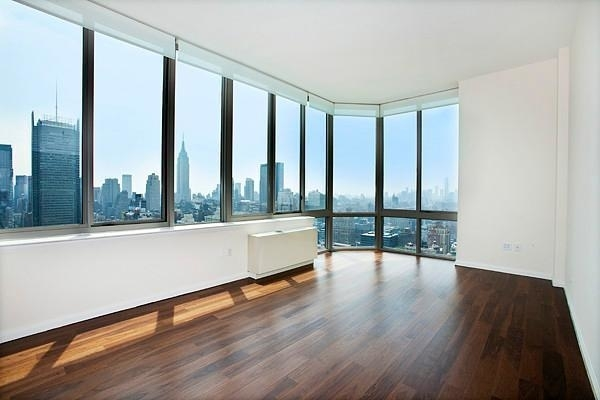 4 Bedrooms, Hell's Kitchen Rental in NYC for $4,900 - Photo 1